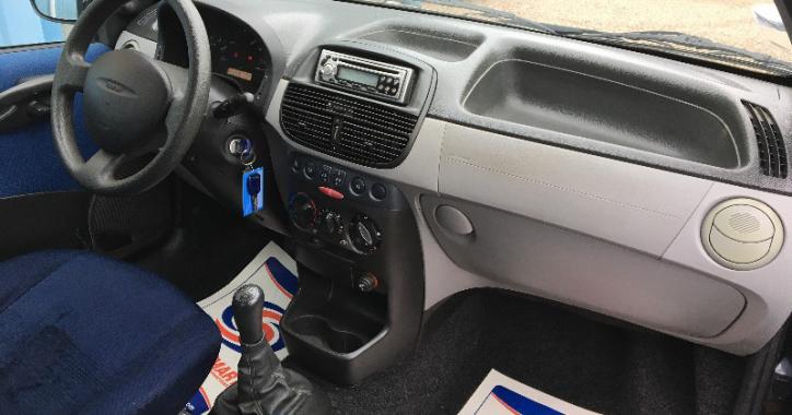 FIAT PUNTO 1.9L JTD 80 CV 5CV 5 PORTES.5 PLACES MODELE ELX 2001